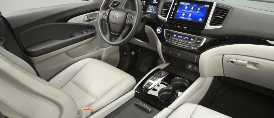 2016-Honda-Pilot-interior