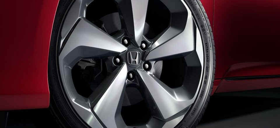 Close-up of the wheel of a 2019 Honda Accord